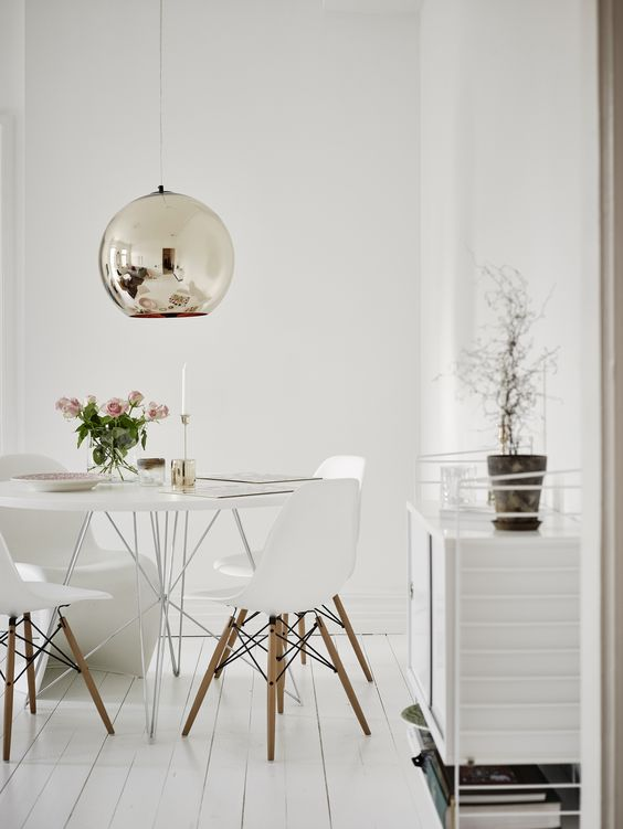 اتاق غذا خوری مدرن و سفید