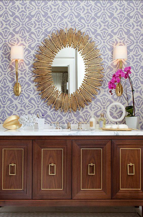 آینه در سرویس بهداشتی