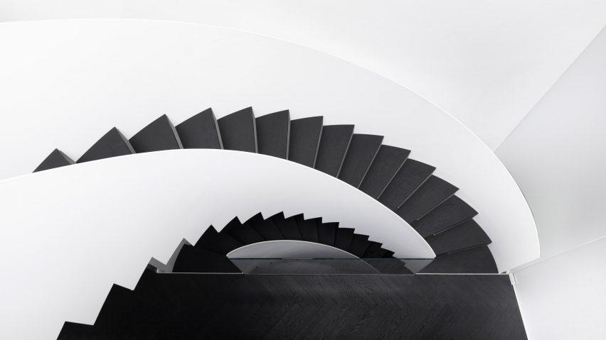 طراحی داخلی خانه با رنگ سیاه و سفید