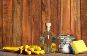 پاک کردن لکه مواد غذایی و محیط خانه بهداشتی