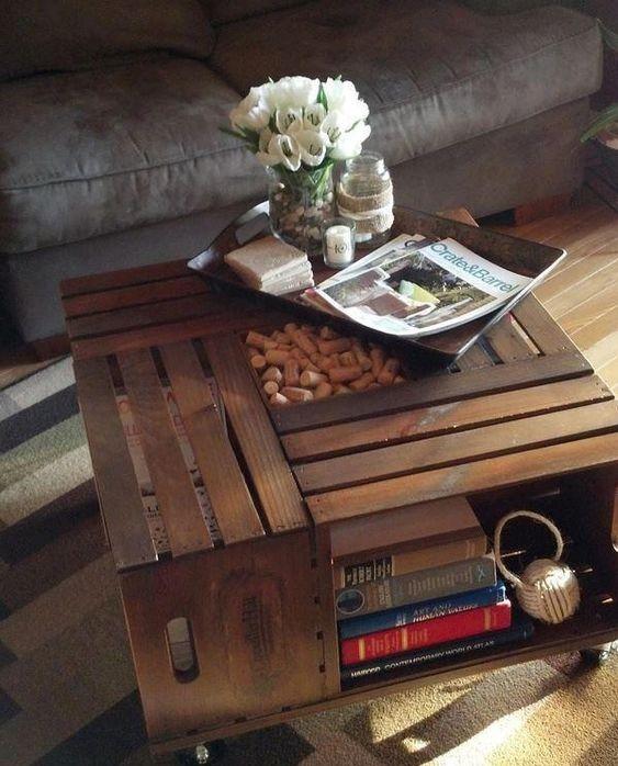یک میز جلو مبلی زیبا با 4 جعبه میوه