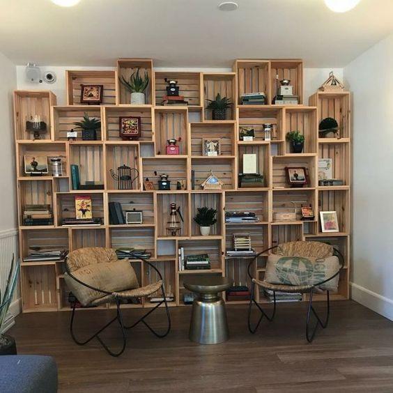 ساخت کتابخانه با جعبه های میوه