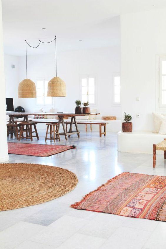 از فرش هایی با ابعاد و شکل متفاوت استفاده کنید