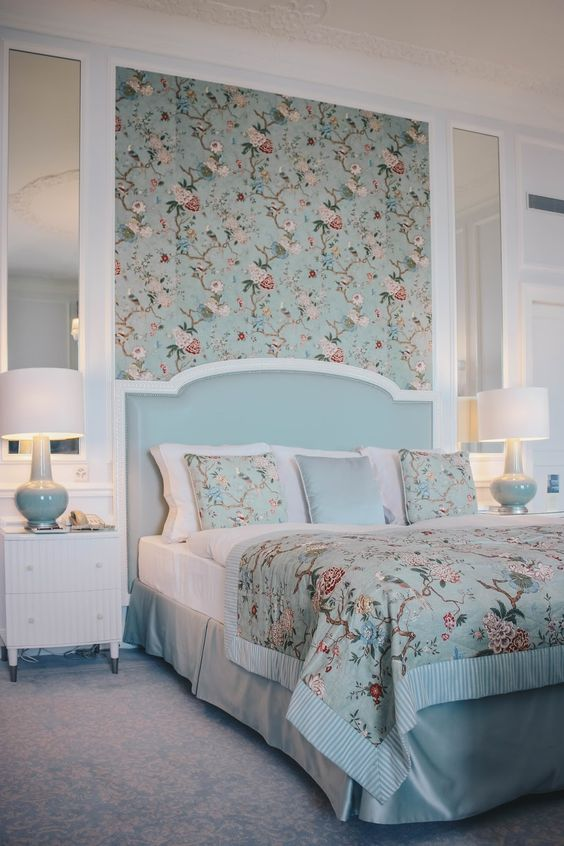 آیا همه دیوارهای اتاق خواب مستر را باید کاغذ دیواری کنیم