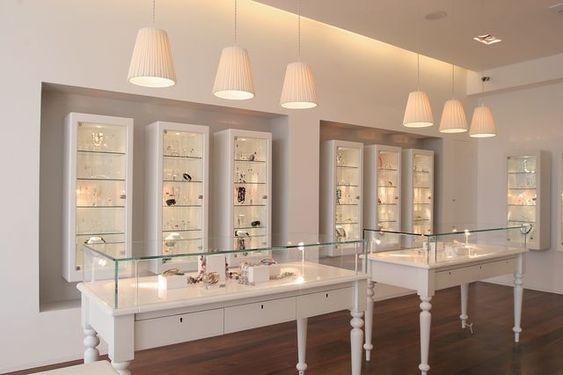 نورپردازی یک فروشگاه طلا فروشی می تواند زیبایی جواهرات را به میزان چند برابر به نمایش بگذارد