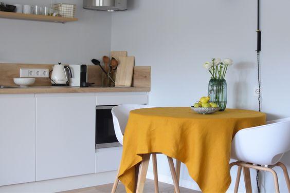 به طور مرتب آشپزخانه را تمیز و ضدعفونی کرده و مواد غذایی کپک زده را در داخل سطل های دربسته بریزید.