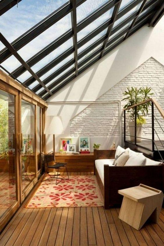 نورگیرهای سقفی، همان پنجره هایی هستند که در سقف جای می گیرند.