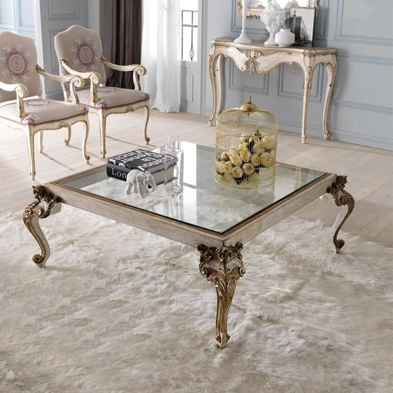 میز جلو مبلی کلاسیک است