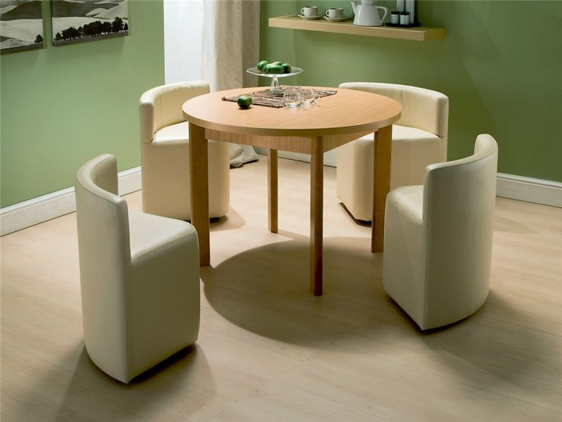 صندلی این میزها به گونه ای متناسب با فرم میز طراحی شده و بعد از استفاده، قابل فرو رفتن به زیر میز را دارند.