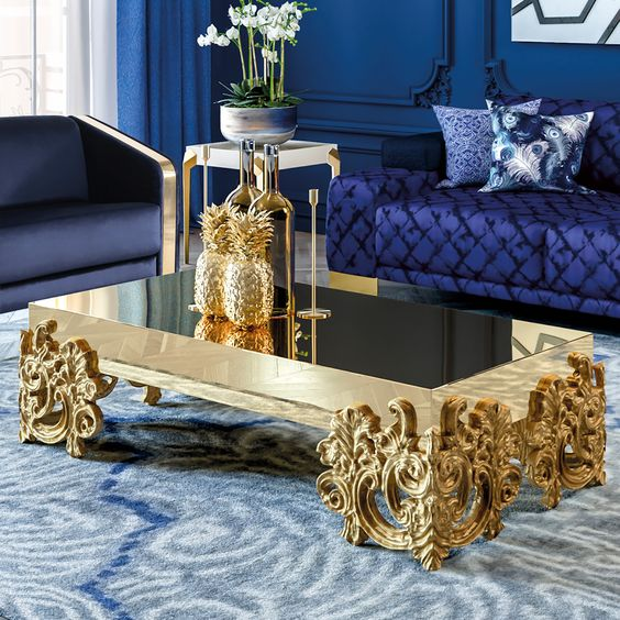 میز جلو مبلی وجود دارد که تا حد زیادی به میز کلاسیک شبیه است