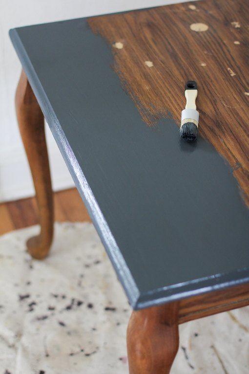 می توانید میز و صندلی ها را رنگ بزنید تا کاملا نو و جدید به نظر برسند.