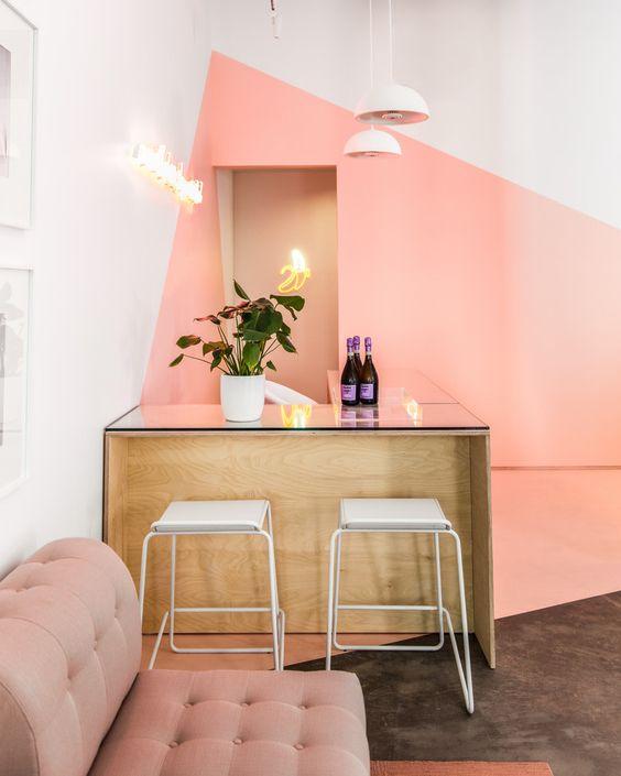 از طراحی داخلی آرایشگاه خود، یک سبک برای آن در نظر بگیرید.