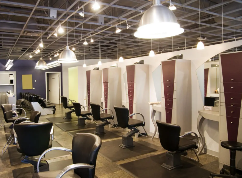 اهمیت نور پردازی در طراحی داخلی آرایشگاه زنانه