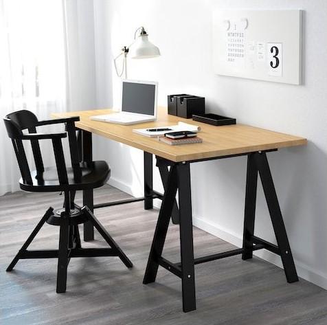 معمولا توصیه می شود نوری که بر روی میز کار و مطالعه می تابد، از سمت چپ باشد