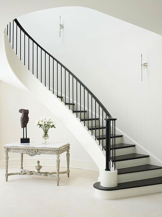 پله هایی به رنگ سیاه