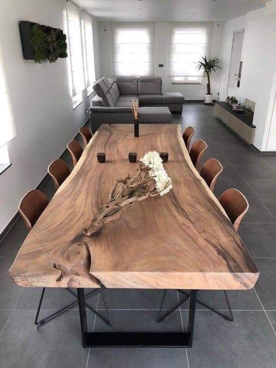 از میز های چوبی اصل استفاده کنید.