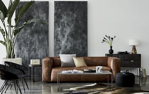 یک تابلوی دیواری سیاه رنگ