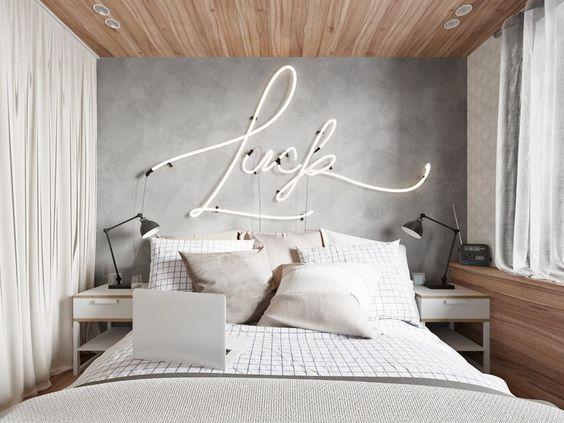 نقوش نورانی، نقطه کانونی زیبا در اتاق خواب