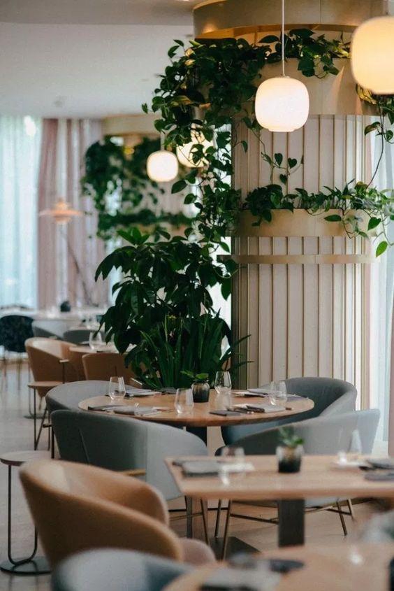 تزئین کافه با استفاده از اکسسوار ها و دکوراسیون یک رستوران لوکس