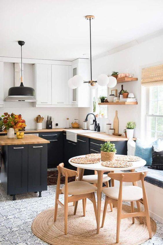 بودجه مورد نیاز برای بازسازی اساسی یک خانه، به ارتباط نقاط خانه با یکدیگر، نیاز های کاربران و نوع مصالح به کار رفته بستگی دارد.