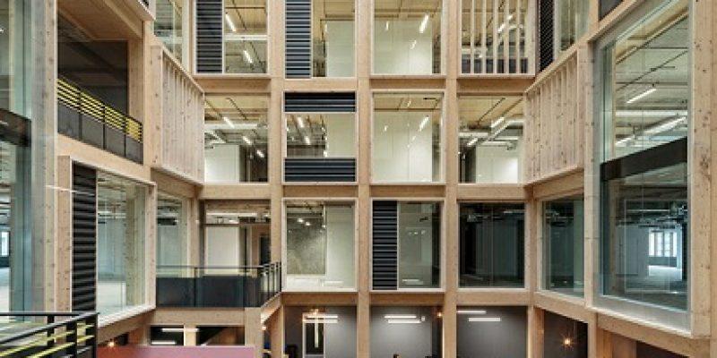 اسکلت چوبی آتریوم ده طبقه در قلب ساختمانی اداری در لندن / معماری RHF Studio