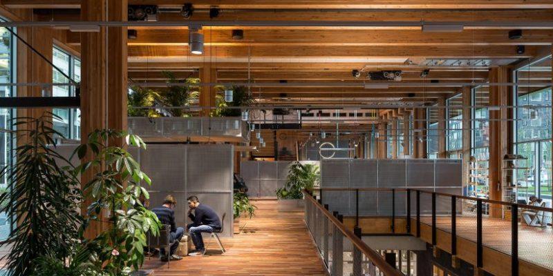 طراحی داخلی دفتر اداری بانک با بکارگیری اصول اقتصاد چرخه ای / معماری DoepelStrijkers