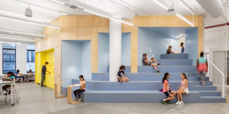 طراحی داخلی مدرسه با فضاهای رنگی این استارتاپ آموزشی در نیویورک / استودیو معماری A+I