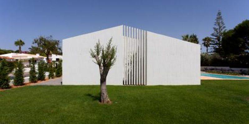 بازسازی و نوسازی خانه با حجمهای بتنی توسط آتلیه معماری دیتا