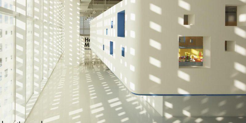 طراحی ساختمان مرکز کودکان و نوجوانان با نام جعبه خانوادگی / شرکت معماری Crossboundaries